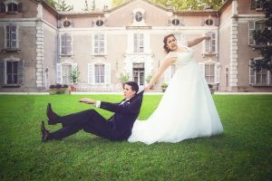 mariee-tire-marie-photographie-rigolote-mariage-domaine-sud-chateau-photo-costume-robe-fidis-video-france